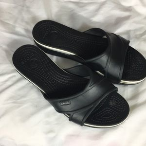 Crocs black crisscross sandals size-9W